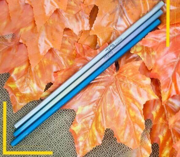 Pajita Puro TITANIO Formas y Colores color sostenible y natural METAL-fondo-hojas ecológico
