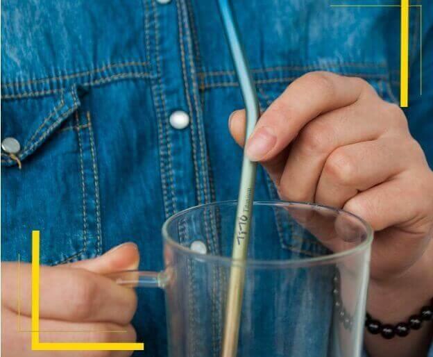 Pajita Puro TITANIO Formas y Colores color sostenible y natural METAL-sugerencia-presentacion-BTC para un restaurante