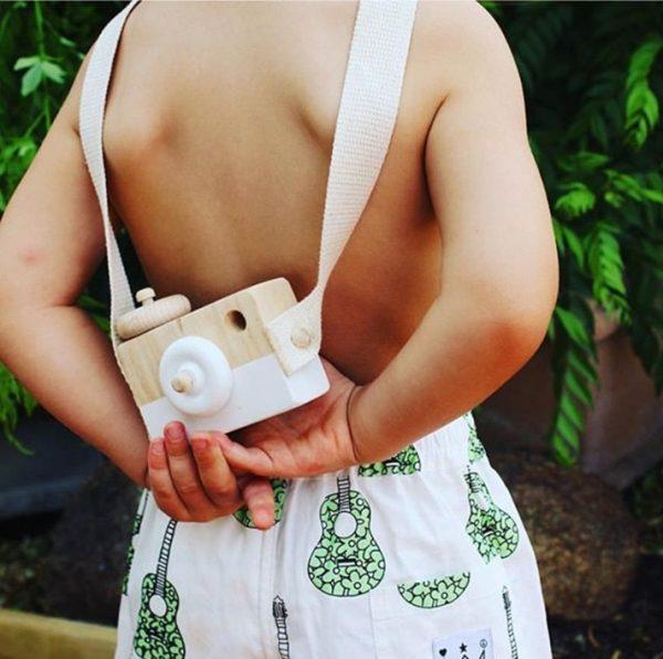 Cámara-Fotos-MADERA-niños-espalda comprar sin plástico ecológico sostenible natural