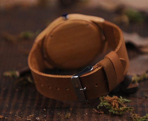 Reloj-BAMBÚ-y-CUERO-Lobo-detras-cripto-crypto comprar sin plástico moda elegante btc