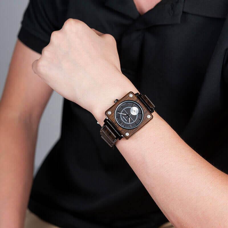 Reloj Cuadrado de MADERA Diseño elegante, comprar sin plástico, moda sostenible, portátil