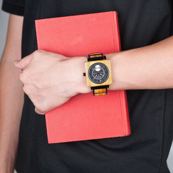 Reloj Cuadrado de MADERA Diseño elegante, comprar sin plástico, moda sostenible, para el trabajo