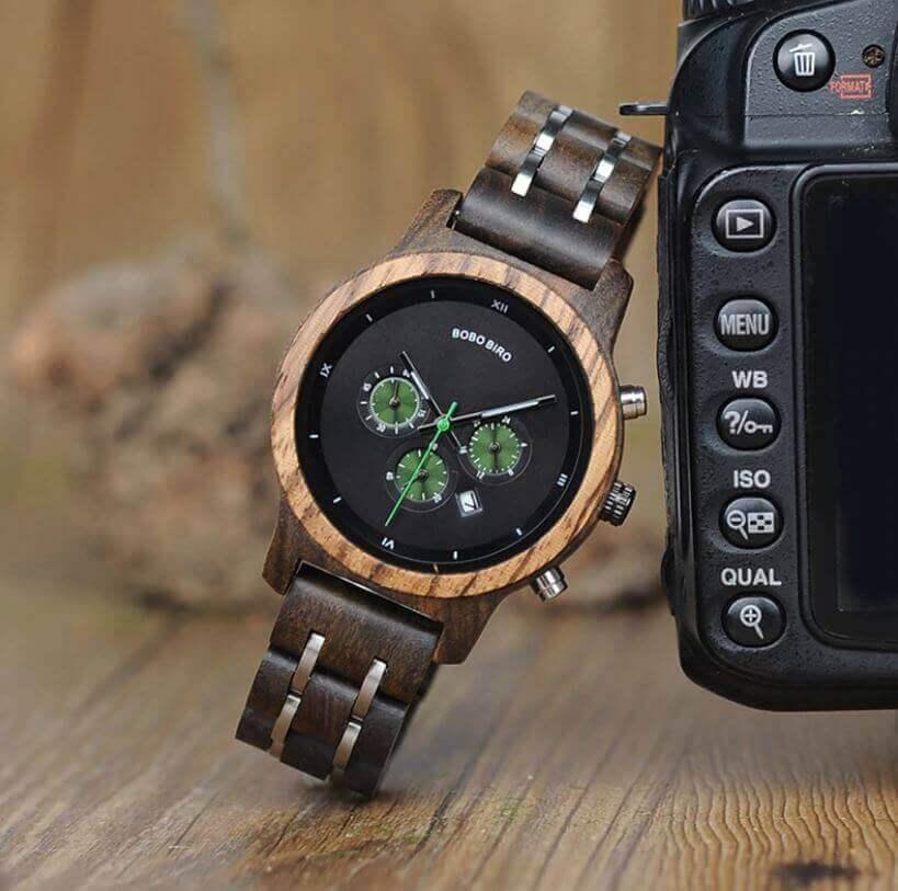 Reloj MADERA de Diseño Actual, materiales nobles, el tiempo en tu mano, tiempo exacto, modelo negro fondo verde