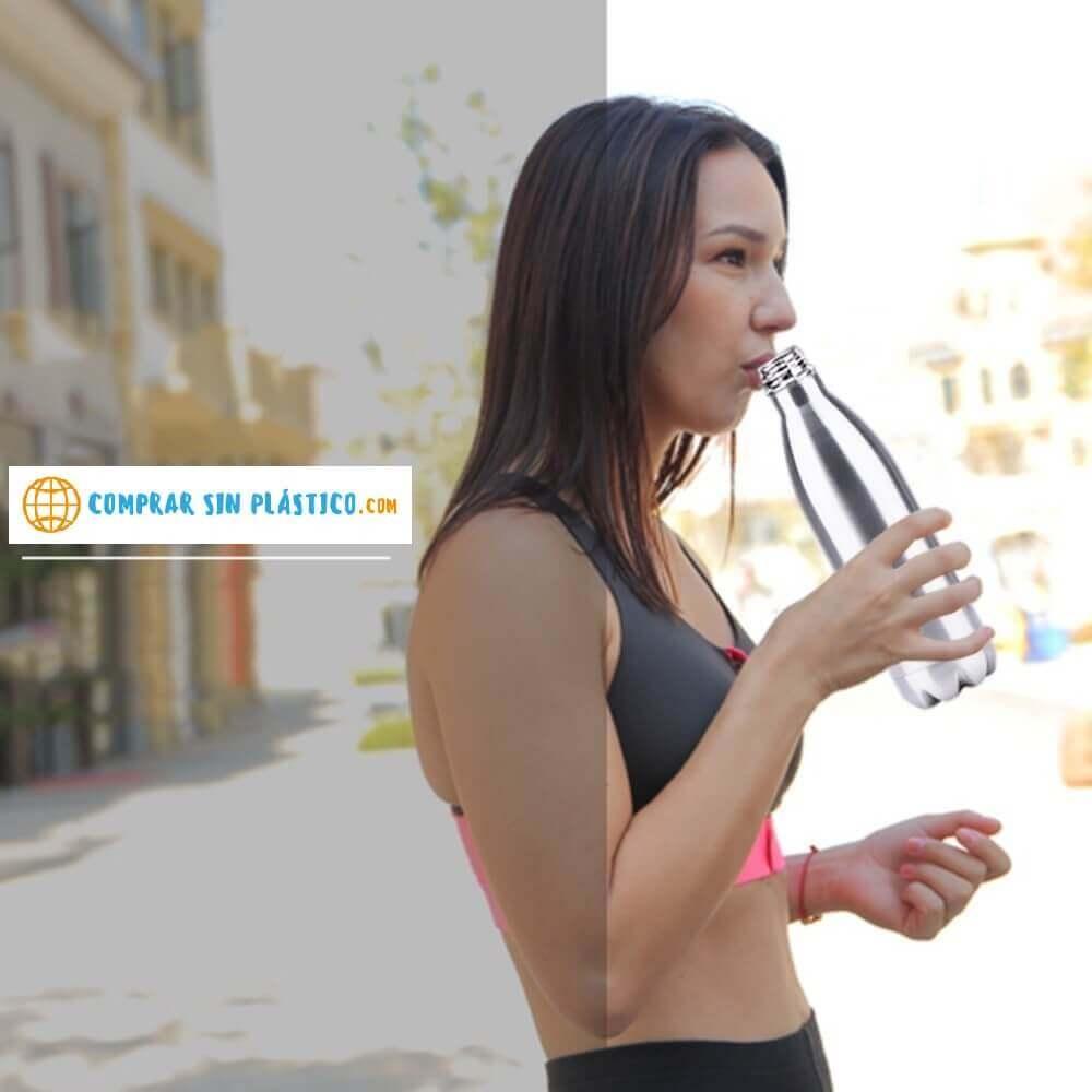 Botella de Agua METAL Doble Pared Colores, ecológica y sostenible, no contamina, Comprar SIN Plástico chica bebiendo frió o caliente