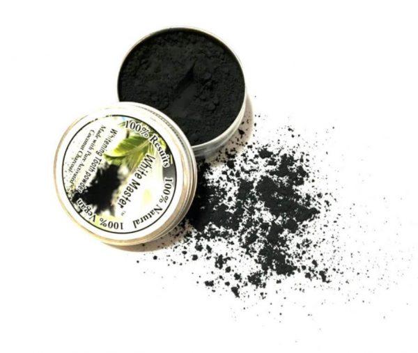 te dejará los dientes blancos blancos con este polvo de carbon de coco